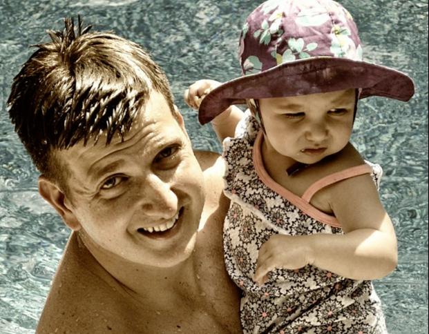 father-swimmin